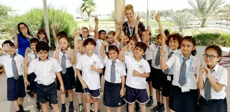 primary-school-students-in-the-uae-on-a-school-trip-wearing-their-unifroms-with-an-international-english-teacher-supervising-them