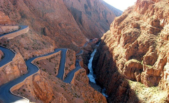 very-high-and-winding-gorge-bringing-english-teachers-between-fez-and-marrakesh