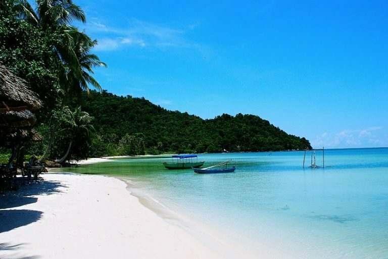 phu-quoc-island-in-vietnam-is-a-beach-paradise-for-international-teachers-teaching-english