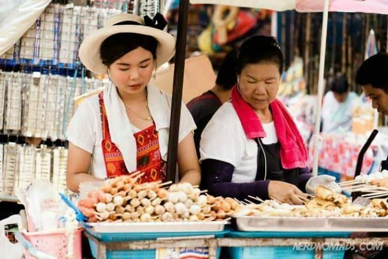 thailand-street-food-vendors-where-many-english-teacher-buy-their-food