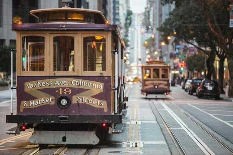 cable-cars-on-city-street-san-francisco-california-usa-where-international-teachers-visit