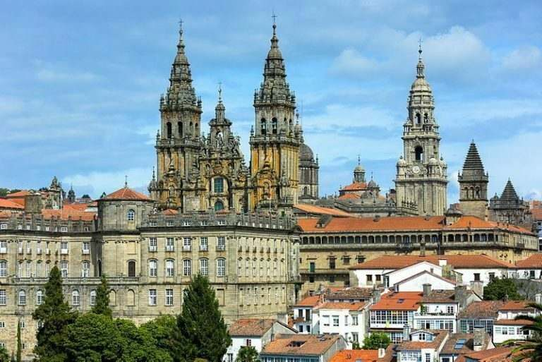 english-teachers-teaching-in-spain-go-on-a-pilgrimage-to-santiago-de-compostela