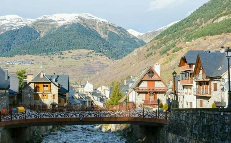 rural-village-Vielha-in-Vall-dAran-Catalonia-Spain-where-english-teachers-can-find-jobs