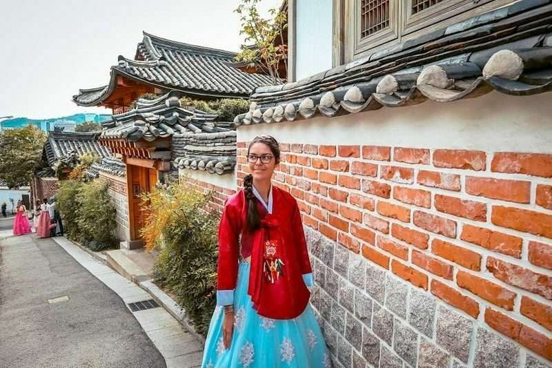 english-teacher-in-korea-dressed-in-traditional-korean-hanbok